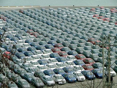 Склады автодилеров в РФ забиты автомобилями, автодилеры ждут программы льготного автокредитования