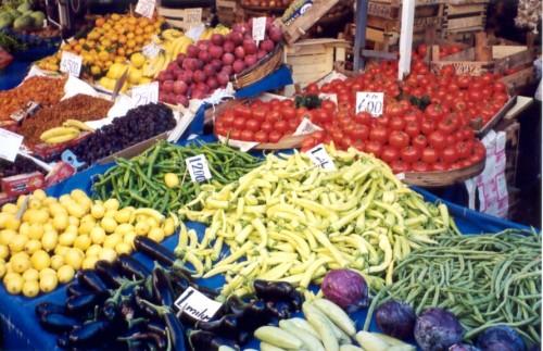 Россельхознадзор запретил ввоз фруктов в Россию даже в багаже