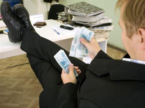 В России чиновникам увеличат зарплату в два раза