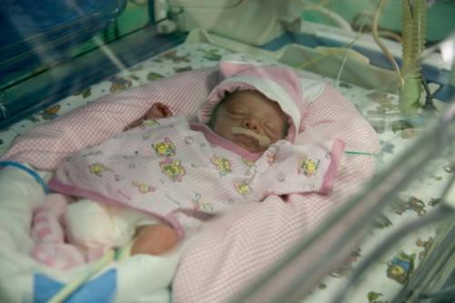 В Краснодаре врачи выходили новорожденную девочку весом 460 граммов
