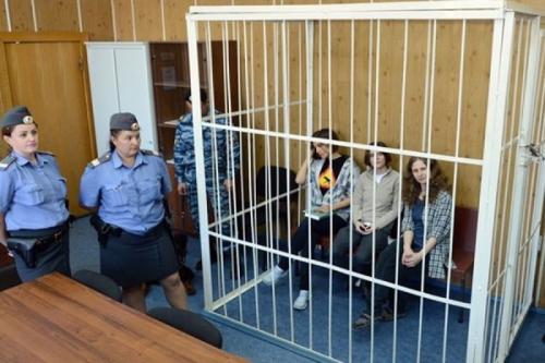 Девушки из Pussy Riot подали иск в 250 тыс евро на Россию из-за нарушения прав человека