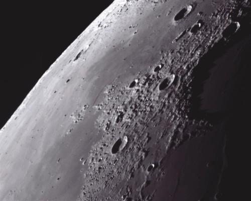 На Луне обнаружены пещеры в которых могут появиться первые космические станции