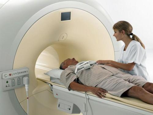 Пришел сделать МРТ головы - умер на месте во время проведения обследования