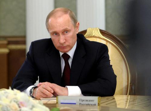 Президент России поручил аккуратно ответить на санкции Запада