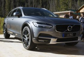 2017-volvo-v90-cross-country-1