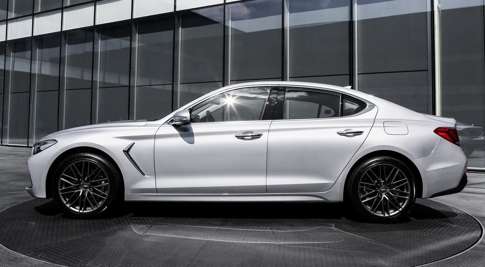 Премиальный седан Genesis G70 получит в РФ один мотор